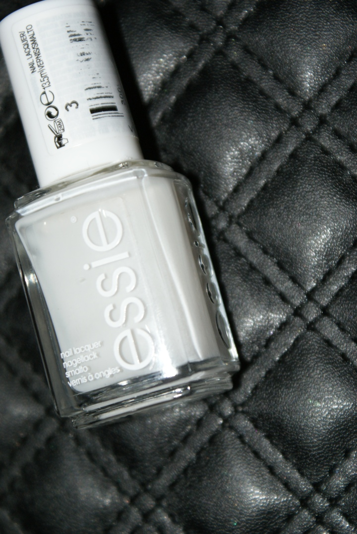 Thumbs Nails of the month : Essies Marshmallow